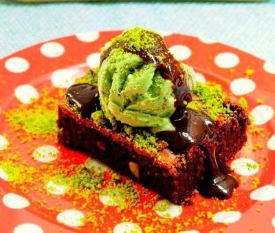 Dondurmalı Antep Fıstıklı Brownie Tarifi