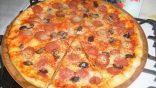 Pizza Tavasında Kolay Pizza Tarifi