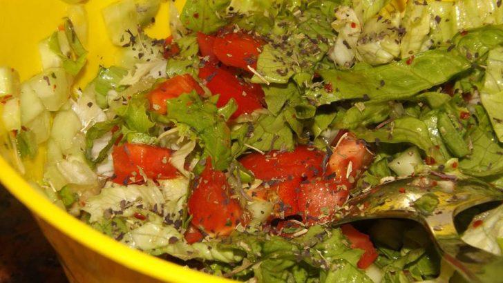 Zeytinyağlı Klasik Salata Tarifi